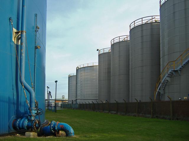 Storage tanks, Hull docks