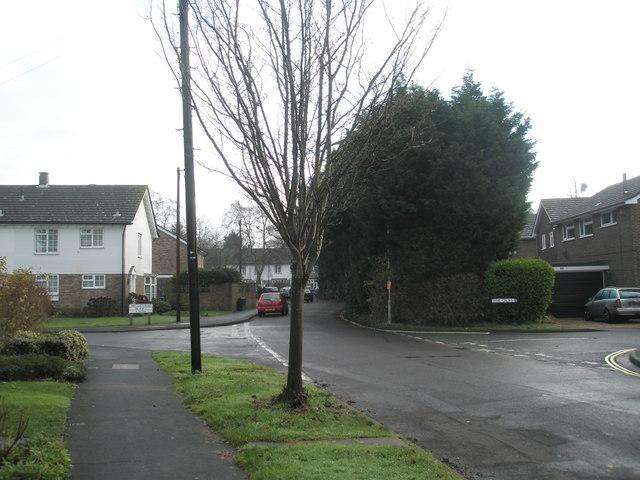 Modest crossroads in Oaklands Road