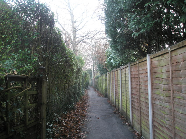 Footpath through to Wade Court Road