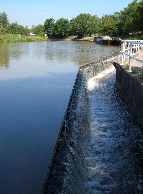Overflow weir, Trent & Mersey Canal