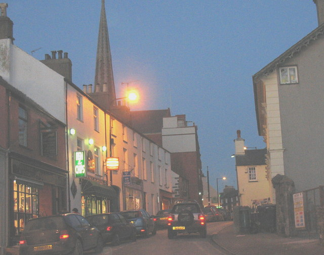 Stryd Penlan on the eve of the last Saturday before Xmas