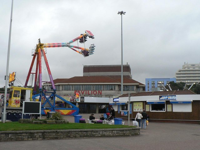 Bournemouth: funfair at the pier approach