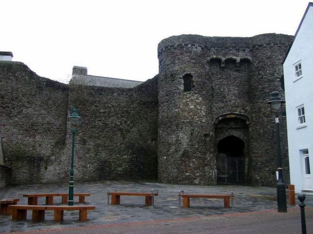 Castell Caerfyrddin/Carmarthen Castle