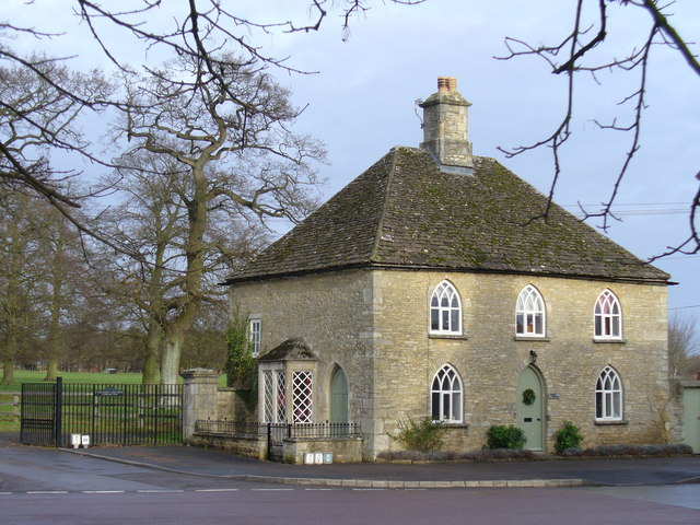 South Lodge, Fairford Park