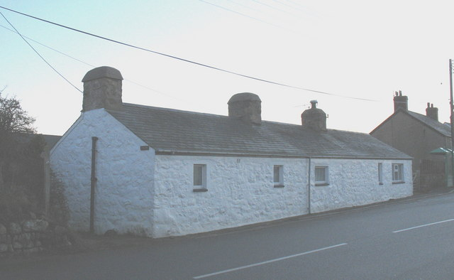 Tai'r Lon - traditional Welsh cottages on the B4413