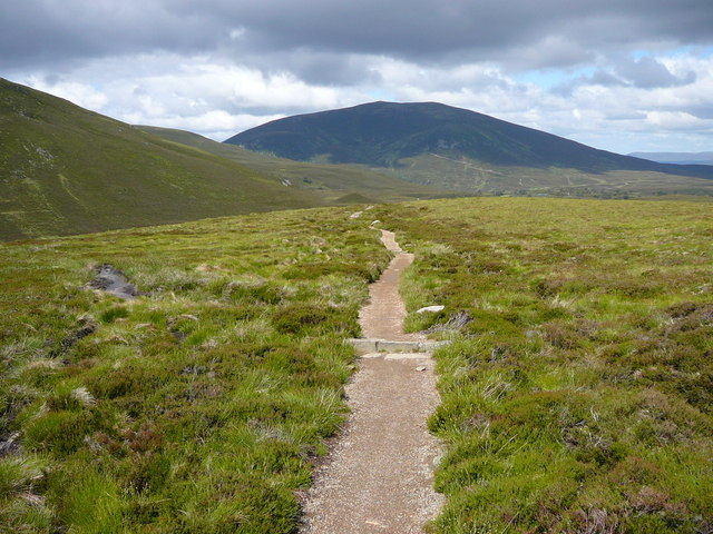 Path south east of Bynack Stable. View towards  Meall a' Bhuachaille.