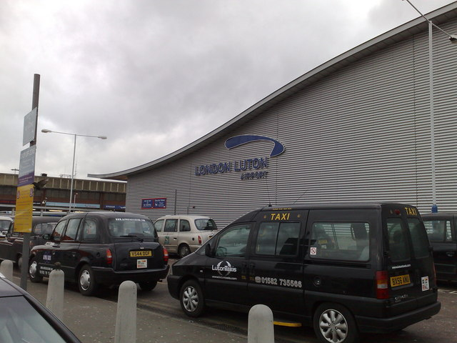 Drop-off area Luton Airport