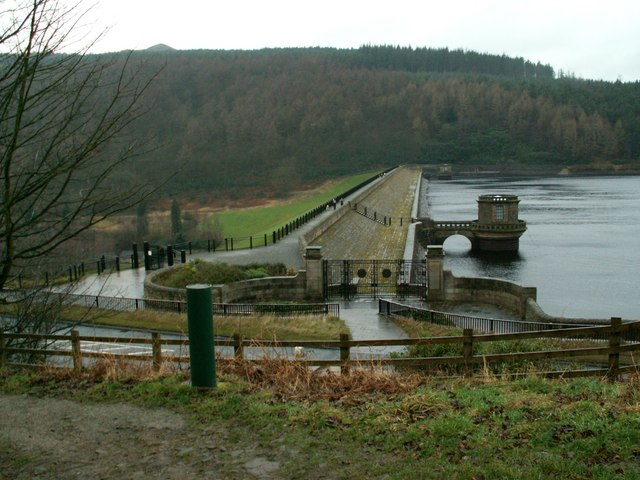 Looking east to west along  Ladybower Dam Head