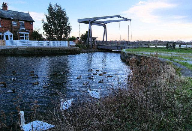 Top Lane bascule bridge across the New Junction Canal