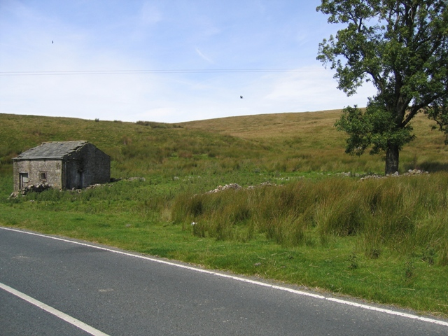 The old barn and enclosure at Gearstones