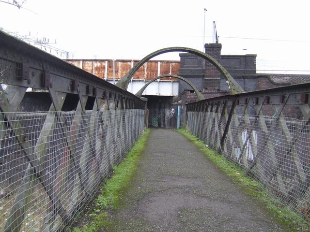 Footbridge over the GWR at Lock Street