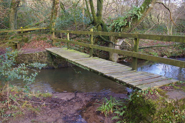 Footbridge across a stream near Foxdown Manor