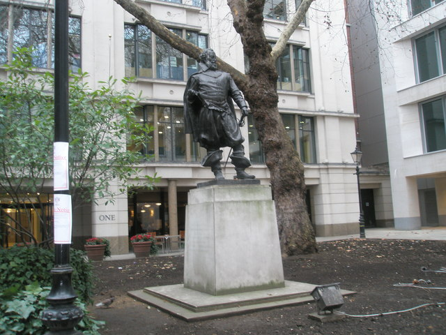 Impressive statue outside St Mary-le-Bow