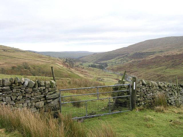 View through gateway down Langstrothdale towards Yockenthwaite
