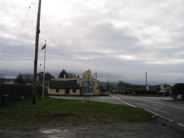 Tafarn yn Cross Inn / Public House in Cross Inn