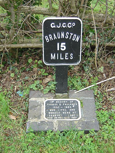 Canal Milepost at Banbury Lane