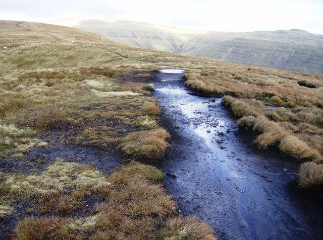 Ridge path between Pentwynglas and Mynydd Llysiau