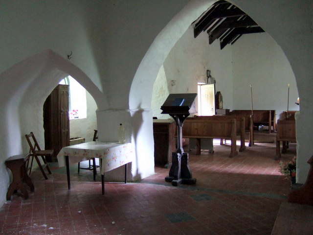 Llanstinan church interior, west