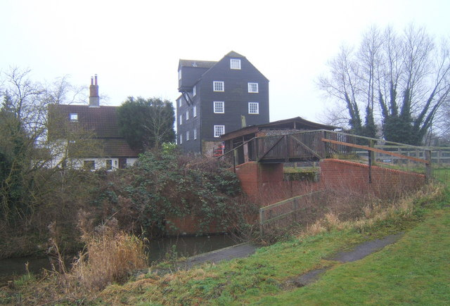 Bosmere Mill and lock, near Needham Lake