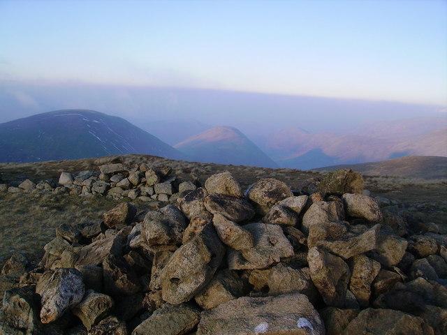 Summit Cairn, Knott