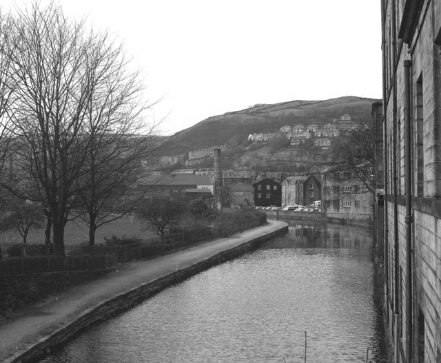 Rochdale Canal: view west from Station Road Bridge 16