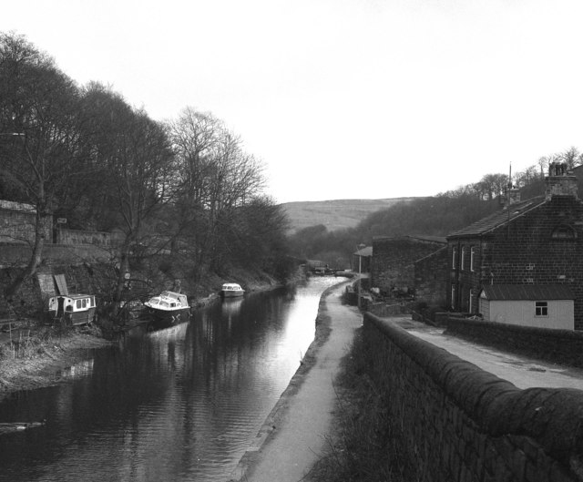 Rochdale Canal: view east from Station Road bridge 16 at Hebden Bridge