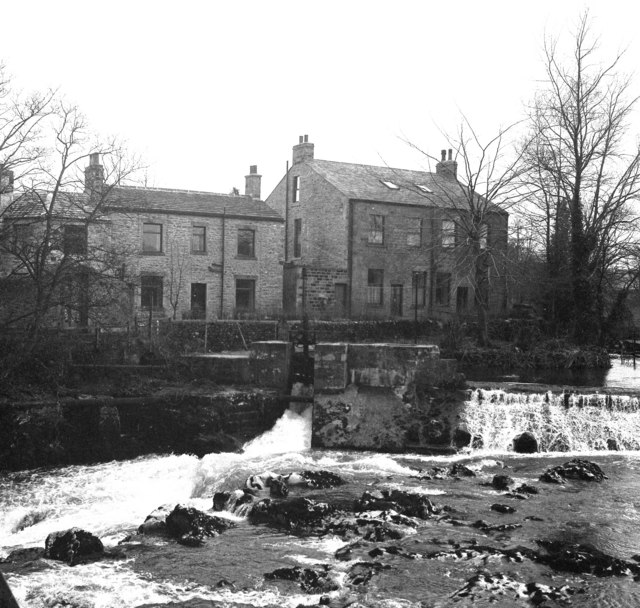 Houses by the River Wharfe, Linton