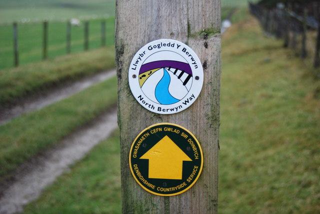 Signage for Llwybr Gogledd Y Berwyn