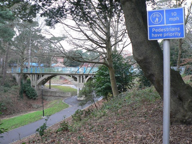 Boscombe Chine Gardens: pedestrians have priority