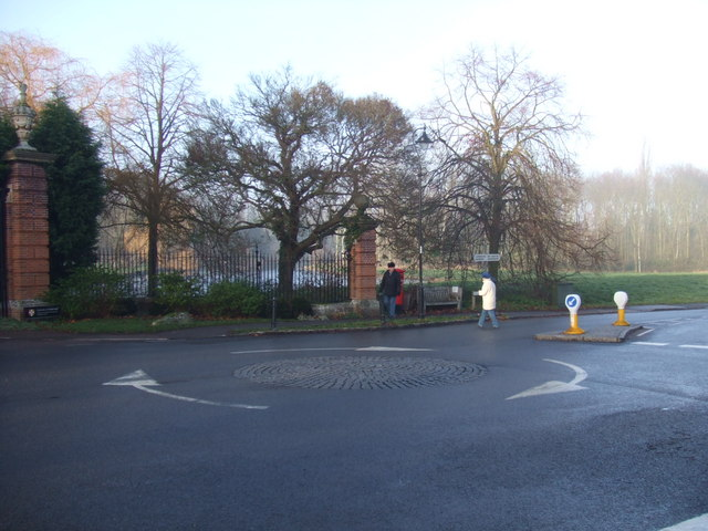 Madingley village mini roundabout