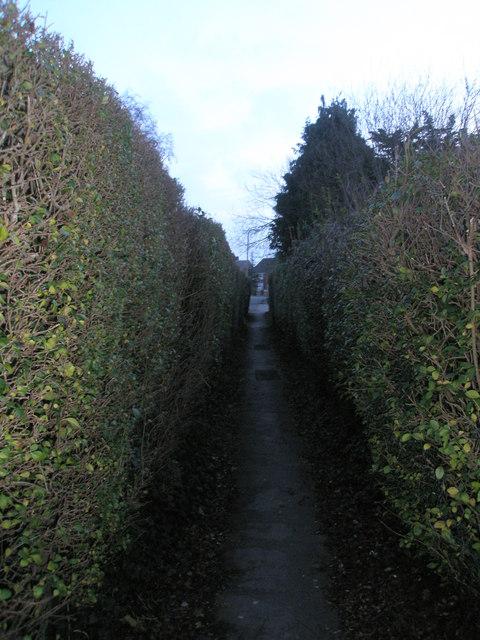 Cut-through to Bosmere Gardens