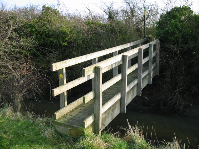 Footpath over a stream to the Richborough Road
