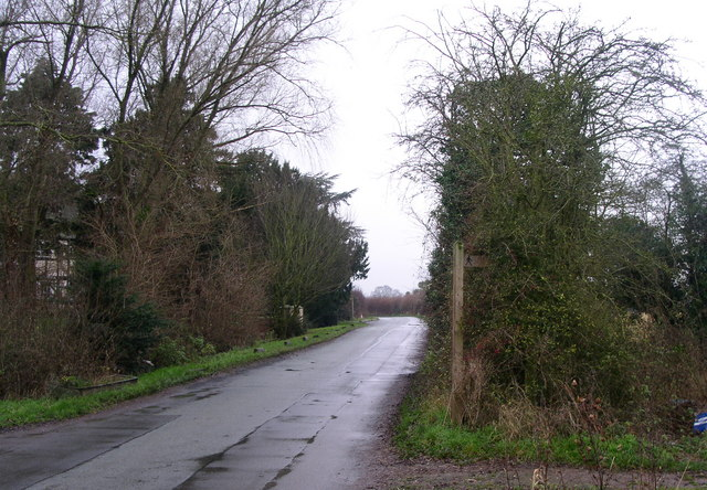 Footpath crossing Taylors lane