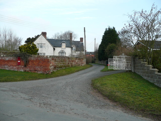 Road and bridleway to Tedsmore