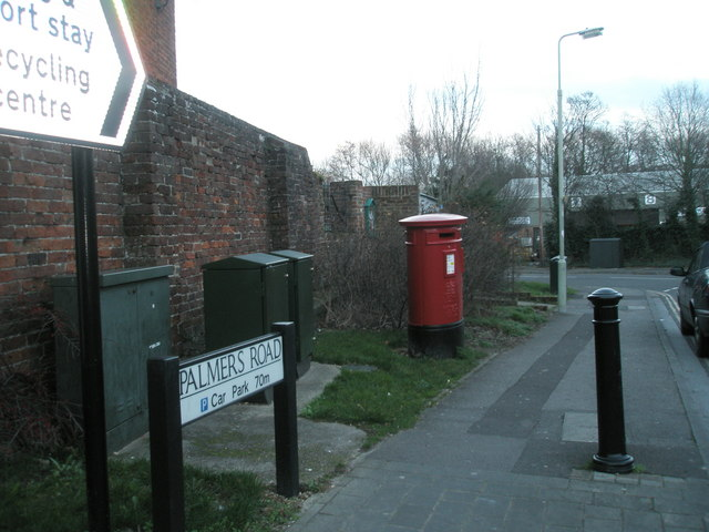 Post box in Palmers Road