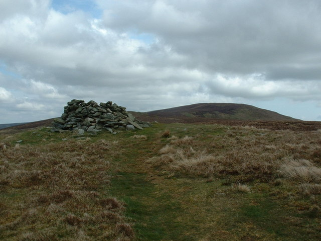 Cairn on the path to Moel Sych