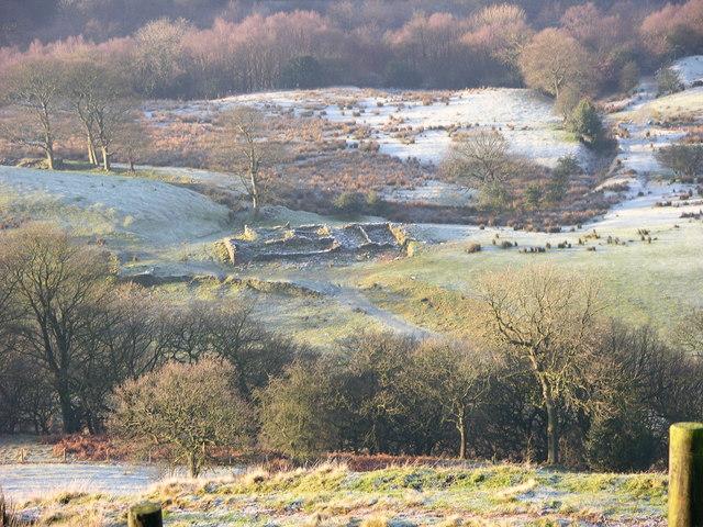 Ruined farm above Simon's Lodge