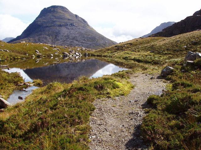 Lochan at Drochaid Coire Roill