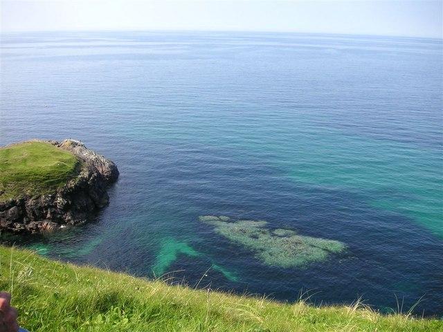 On the cliff edge, Àird Ghrèin