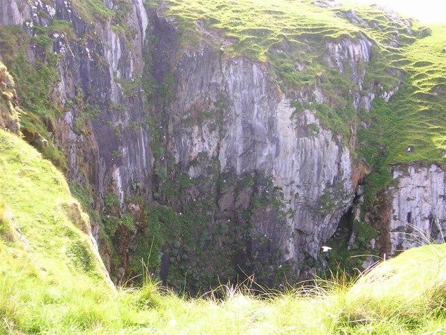 Cliff edge gully on Àird Ghrèin, Barra