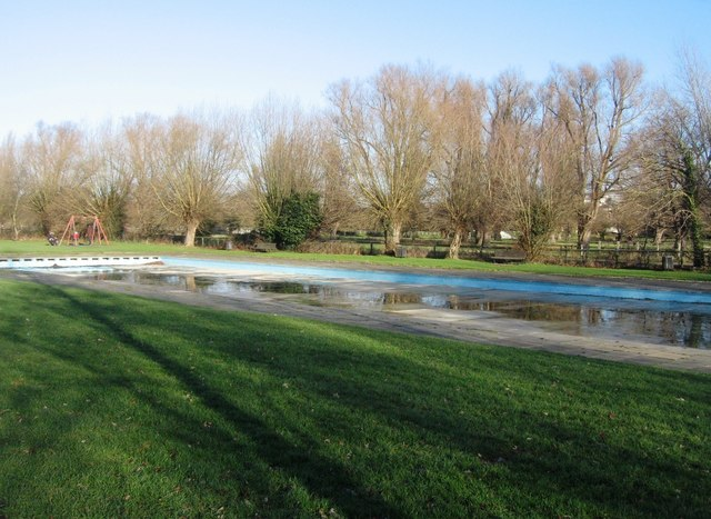 Paddling pool logomachy geograph britain and ireland for Jesus green swimming pool cambridge