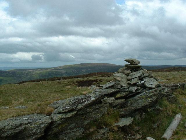 Cairn on 621 m height looking towards Moel Fferna