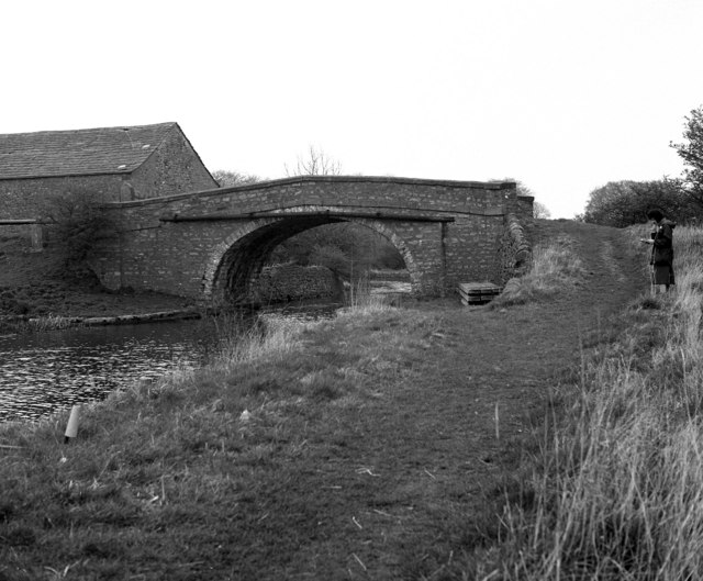 Old Hall Bridge 160, Leeds and Liverpool Canal