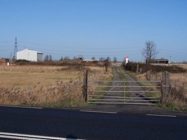 Farm track to pumping station on Stoke Marshes