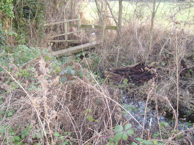 Footbridge over a branch of Edingley Beck
