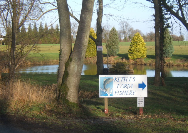 Small lake at Kettles Farm Fishery