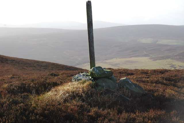 Cairn on the north edge of Vivod Mountain