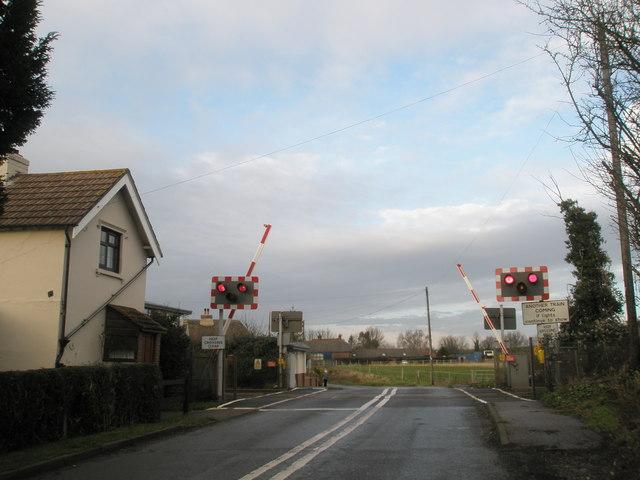 Railway gates descend at Inlands Road