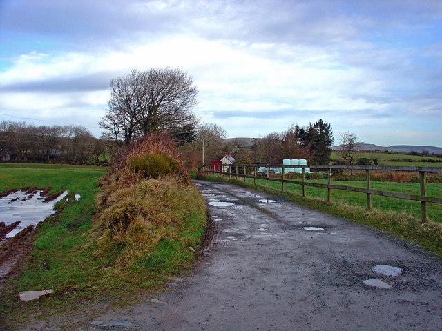 Lane to Clos-hen Farm