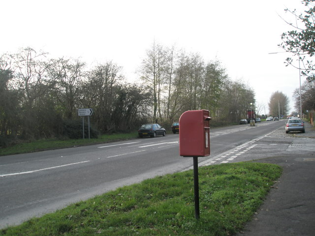 Postbox on the corner of Inlands Road